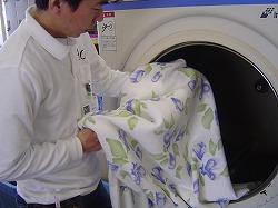 毛布乾燥作業.jpg