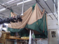洗いあがったテントを自然乾燥させます.jpg