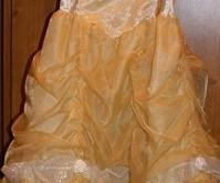 結婚式や発表会で着た 『フォーマルドレス』 のクリーニングを承っています。