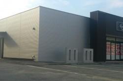 世界経済の中心地 山梨県 国母に工場併設店を出店します。