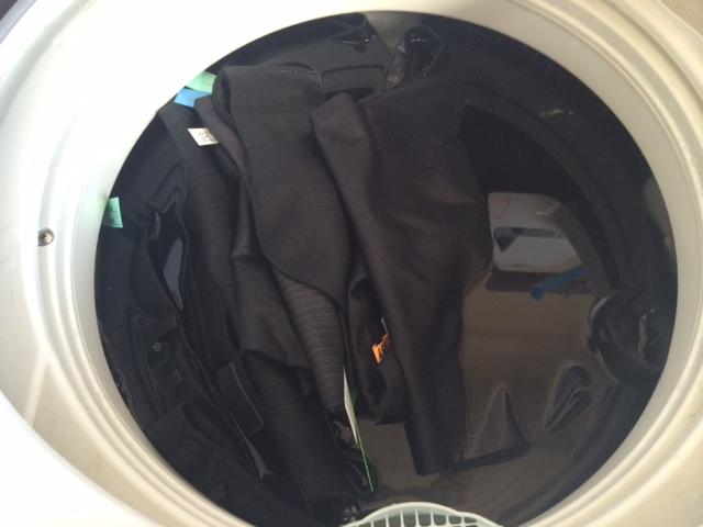 netdesentaku  スーツ・礼服のカビ取りは専門店じゃないと失敗する %tag